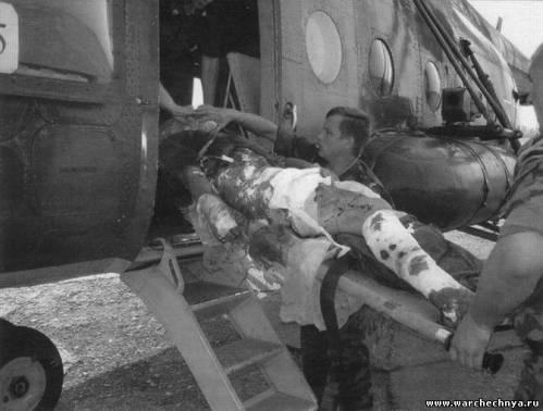 Эвакуация раненого российского солдата вертолетом