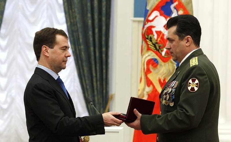 Президент России Дмитрий Медведев вручил госнаграды военнослужащим ВВ МВД России