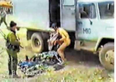 Сдавшиеся в плен чеченцы: голые, со следами пыток