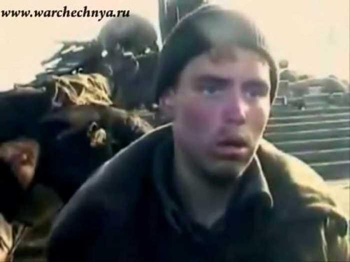 Вторая чеченская война. Русский солдат, взятый в плен в Чечне. 1999 г.
