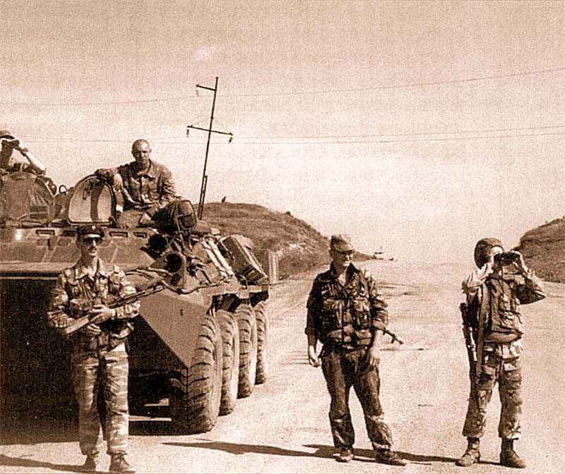 Российские офицеры считают, что хотя сейчас войска из Чечни уходят, раньше или позже они вновь встретятся со своими противниками-боевиками. Например, в Осетии...