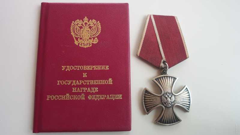 В Дагестане орден Мужества вручили супруге убитого боевиками командира отделения Нацгвардии РФ