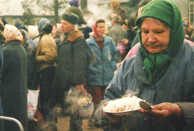 Раздача гуманитарной помощи в Грозном Фото: Игорь Ротарь