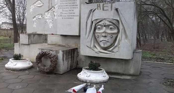 Власти Кизляра сообщили об осквернении памятника жертвам теракта 1996 года