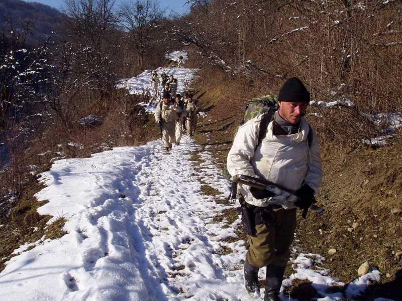 Разведчики в зимних горах