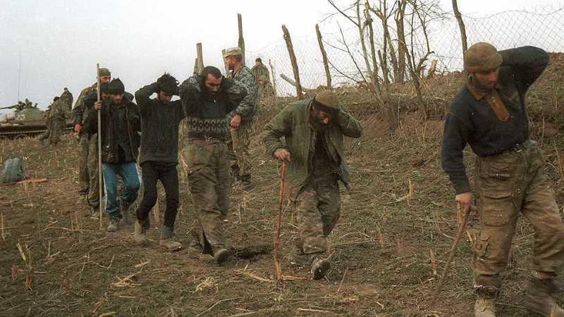 Остатки гарнизона Комсомольского сдаются в плен