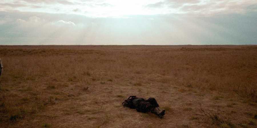 Убитый боевик на равнине севера Чечни