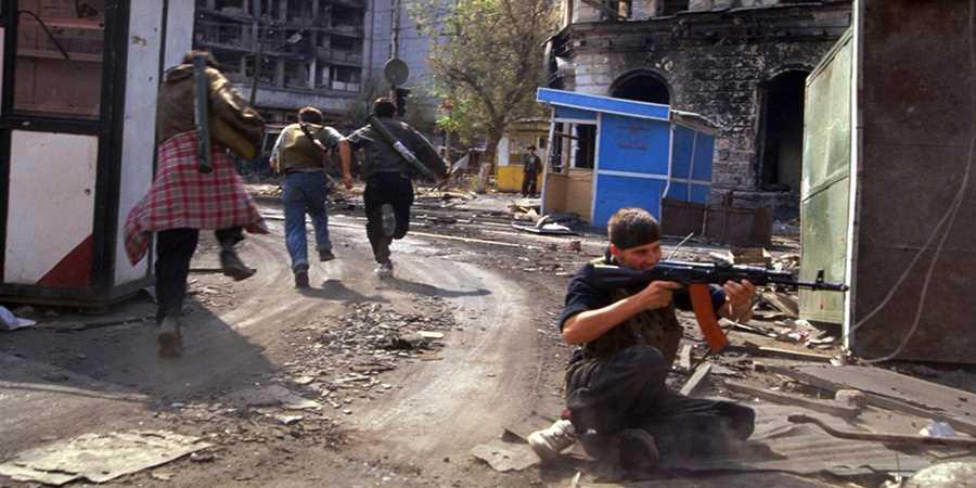 Диверсионная группа боевиков в Грозном. 2000 г.