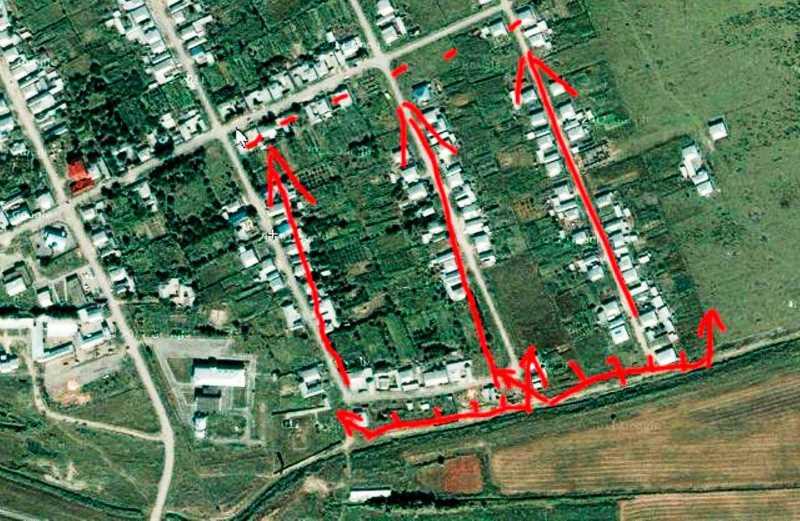 Красными стрелками обозначены позиции в Первомайском, до которых с боем доходили бойцы спецназа ВВ МВД