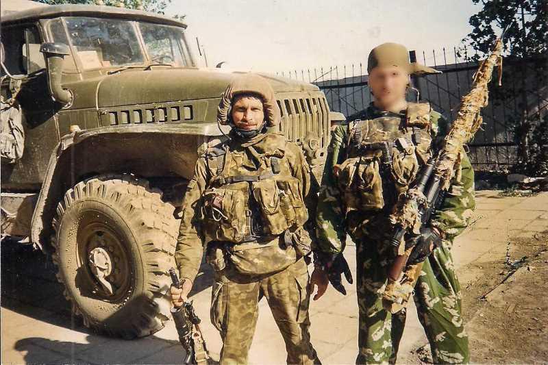 В «Альфу» майор Андрей Киселёв (слева) пришёл из ВДВ