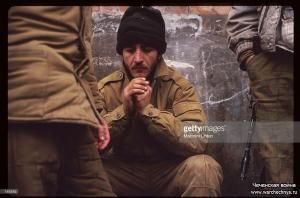 A Chechen fighter grieves for the loss of his friend January 13, 1995 in Russia - копия