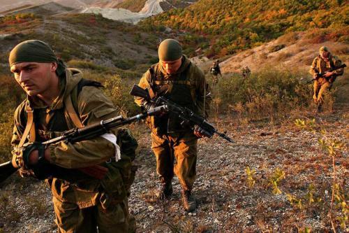 Спецназ проводит операцию в горах Дагестана. Октябрь 2007 г.